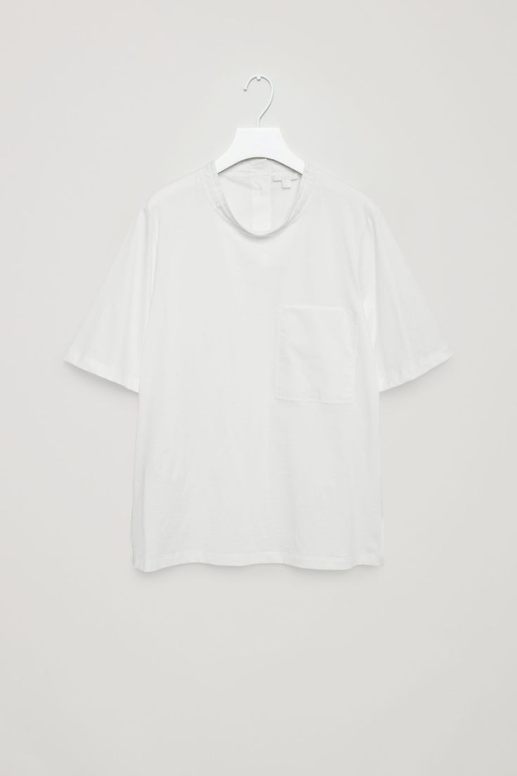 This top is made from a cotton jersey front with a cotton poplin back panel and details. A straight fit, it has a high, standing collar, a large chest pocket and buttons along the back.