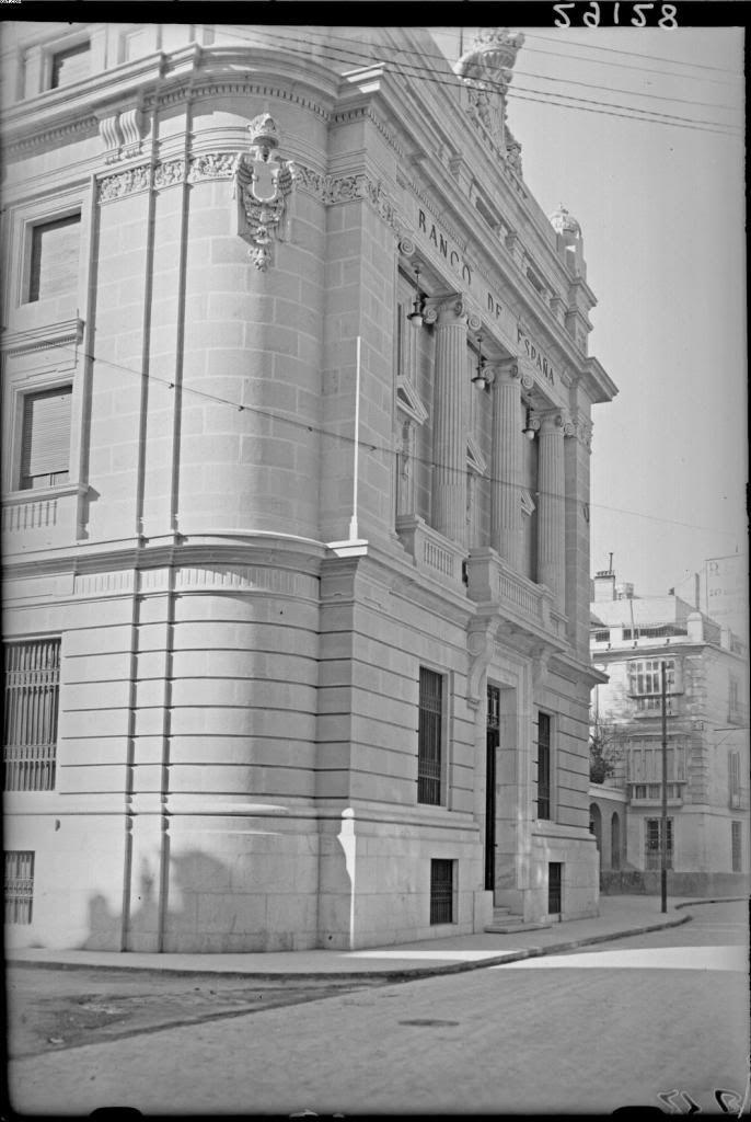 original facade of the Bank of Spain in Murcia, taken on the currently Calderón de la Barca Street. c.1930 Murcia. aÑOS DESPUÉS SE LE DIO LA VUELTA, PONIENDO LA FACHADA PRINCIPAL EN LA GRAN VÍA.: Business Center Metropolis Empire - Page 351