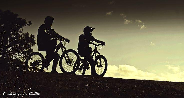 Keeton & Neil at Skyline in Kelowna, British Columbia, Canada - photo by Laurence-CE - Pinkbike