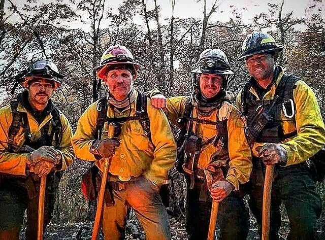 FEATURED POST @monkeeworx - Happy Thanksgiving everyone and thank you to all those on duty today away from their families. Stay safe.(Photo courtesy of John Shiffer) . . TAG A FRIEND! http://ift.tt/2aftxS9 . Facebook- chiefmiller1 Periscope -chief_miller Tumbr- chief-miller Twitter - chief_miller YouTube- chief miller Use #chiefmiller in your post! . #firetruck #firedepartment #fireman #firefighters #ems #kcco #flashover #firefighting #paramedic #firehouse #straz #firedept #feuerwehr ...