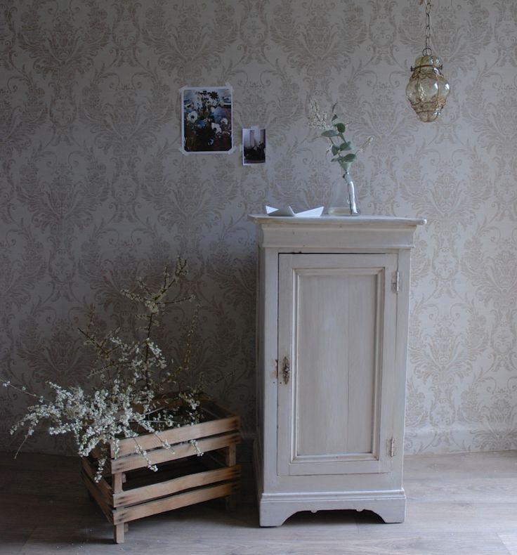 Meuble d 39 appoint ancien peinture cr me int rieur 2 for Peinture meuble ancien