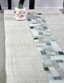 Beautiful runner with green-to-blue-to-gray hues, a few dark values, very cooling and peaceful against a roughly-woven border. Compare to https://www.pinterest.com/pin/38702878028506921/  . 모시러너(조각보패턴-생지)