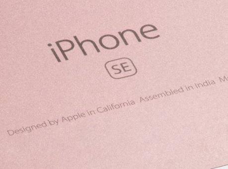 Indien: Apple reduziert Produktpreise für iPhone & Co um fast 8 Prozent! - https://apfeleimer.de/2017/07/indien-apple-reduziert-produktpreise-fuer-iphone-co-um-fast-8-prozent - Dass Apple in Indien bereits erste iPhone SE Modelle verkauft, die auch in Indien produziert wurden, haben wir Euch bereits berichtet. Anfänglich wurde spekuliert, ob Apple die Modelle für den indischen Markt kostengünstiger anbieten kann, da diese vor Ort produziert wurden. Anfänglich schien...