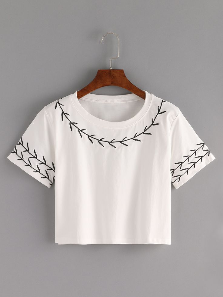 Camiseta Crop con bordado -blanco-Spanish SheIn(Sheinside)                                                                                                                                                                                 Más