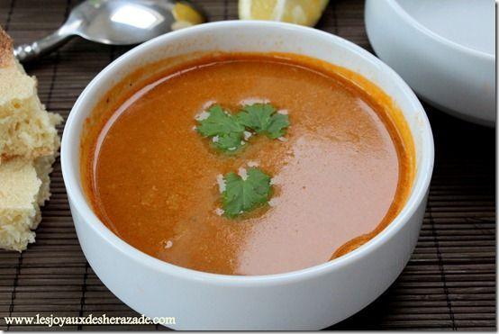 Harira algérienne  Il y a une diversité de soupes et bouillons en Algérie, mais deux tiennent le haut du pavé : la chorbaet laharira. Elles peuvent