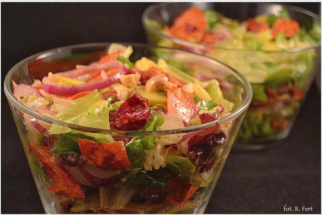 Apetyt na więcej - jadłodajnia dla duszy i ciała: Sałatka z salami, suszonym pomidorem i marynowaną pieczarką z serii: kuchnia Lidla:)