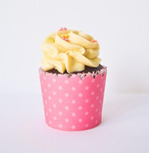 Hot pink dots cupcake wrappers/ Forme de cupcake roz aprins cu buline roz deschis.  http://bowsandpies.ro/forme-cupcakes/77-forme-hartie-cupcakes-roz-buline-roz-deschis.html