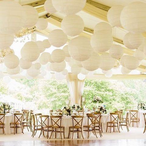 Creëer meer sfeer, versier je feestlocatie met lampionnen. Super mooi toch! #lampion #lampionnen #instalove #design #feest #aankleding #evenementen #eventdecoratie #trouwen #bruiloft #weddingplanner #e#weddinginspiration #instalike #follow #romantisch #paperlanterns #wedding #versiering #styling #huwelijk #happy #love #luxe #inspiration #inrichting #breda @lampionlampionnen.nl