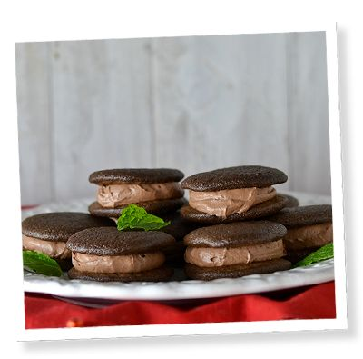 Love this alternate filling that doesn't use marshmallow!  And I get to use my new whoopie pan...win-win! Stevia Mint Chocolate Whoopie Pies | SweetLeaf®