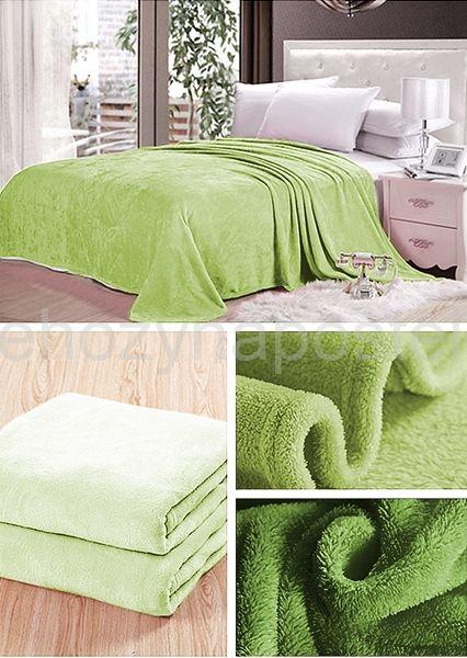 Světle zelená deka na gauč