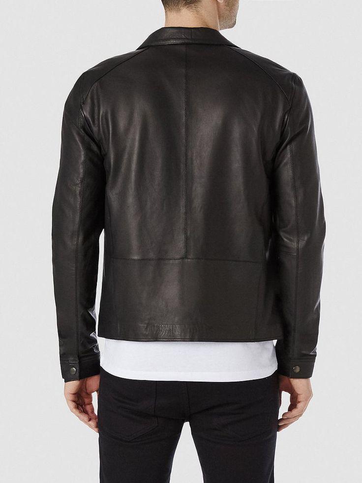 Indigo SELECTED Homme - Regular fit - 100 % Lammfell - Brusttasche mit Druckknopf - Druckknopfleiste - Zwei Innentaschen (eine mit Reißverschluss) - Druckknopfverschluss an den Ärmeln - Baumwollfutter - Weiches Qualitätsleder. Das Model ist 189 cm und trägt Größe L.  Eine Lederjacke ist in jeder Herrengarderobe ein Muss. Und diese Lederjacke ist eine Investition, an der man jahrelang seine Freu...