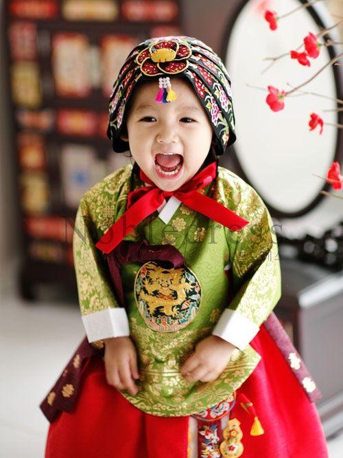 Korean Hanbok. Adorable Korean child!