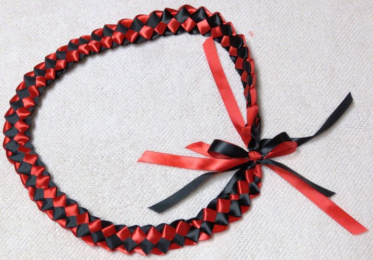 how to make ribbon leis;; easier guide for me than other ones. video. tutorial. diy.