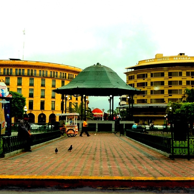 Centro historico, tampico tamaulipas... saw some payasos and their balloons.