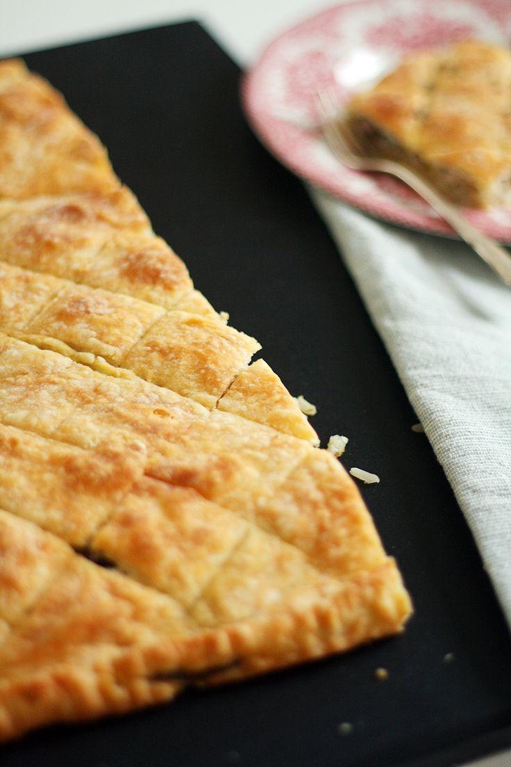 Peltilihis eli peltilihapiirakka edustaa minulle hyvin perinteistä leivontaa. Tätä herkkua on saanut viimeksi joskus pienenä, ja reseptin hienous piileekin perinteisyydessä ja vanhanaikaisuudessa.