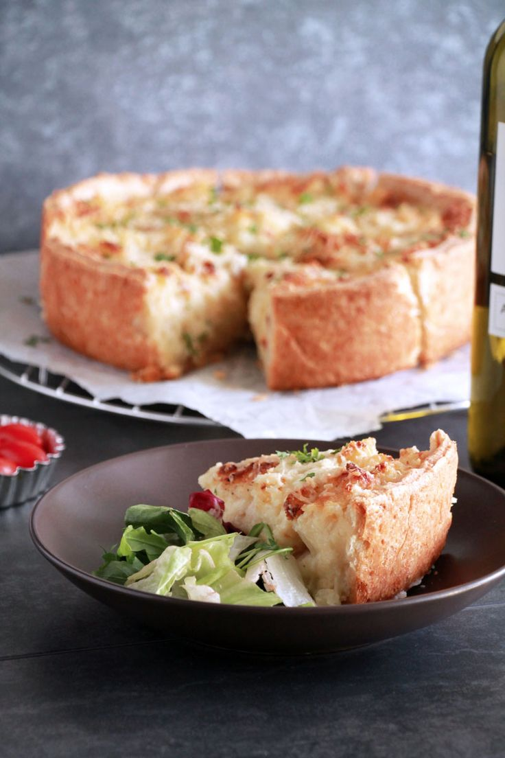 Τάρτα πατάτας με γιαούρτι και τυριά | theonewithallthetastes.com