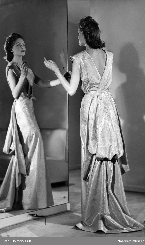 Modell i aftonklänning, 1943. Foto: Erik Holmén för Nordiska kompaniet