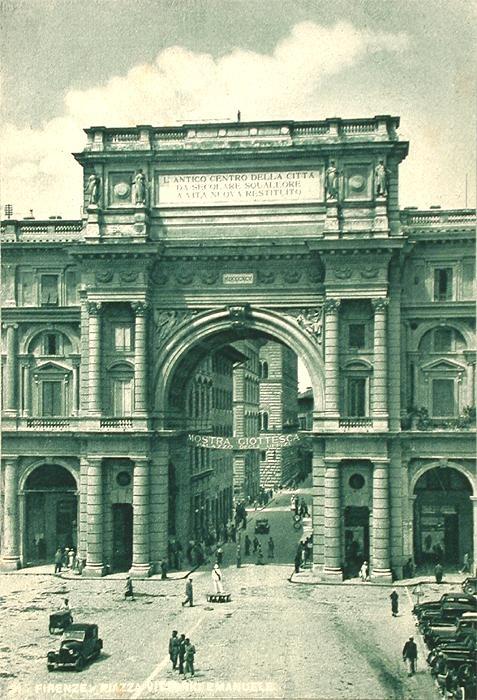 1938: The big arch in Piazza della Repubblica (built in 1895) Florence Italy - image from archivio storico comune.fi.it