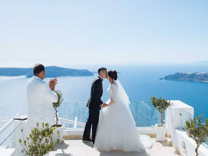 First kiss as husband and wife! From the intimate Santorini Wedding of Leong and Jean