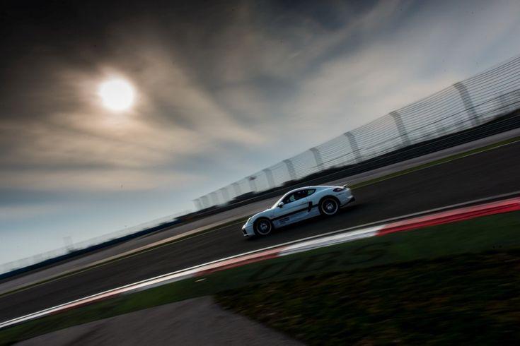 Wszystkich koneserów adrenaliny i niepowtarzalnych wrażeń, zapraszamy do licytacji jedynego w swoim rodzaju wyjazdu Porsche na Tor Formuły 1 w Stambule. Kierowcy będą mogli doskonalić swoje umiejętności jazdy oraz testować różne modele Porsche pod okiem doświadczonych instruktorów.