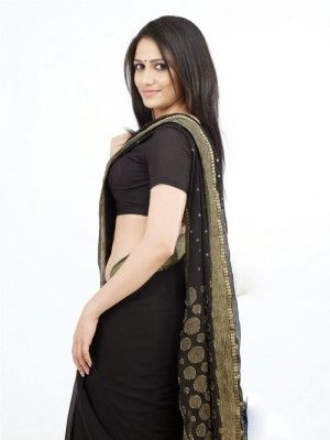 The most beautiful modern B-Town actress Actress komal sharma navel show in black saree stills-1 photo