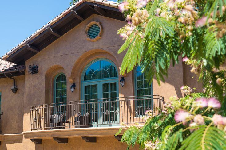 Book a romantic getaway at Hotel Los Gatos.