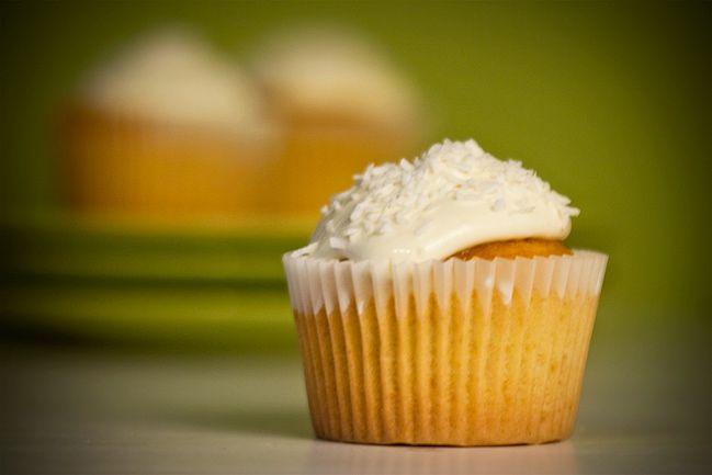 Cupcakes al Cocco fatti con il Bimby: LEGGI LA RICETTA ► http://www.ricette-bimby.com/2013/06/ricetta-cupcakes-al-cocco-bimby.html