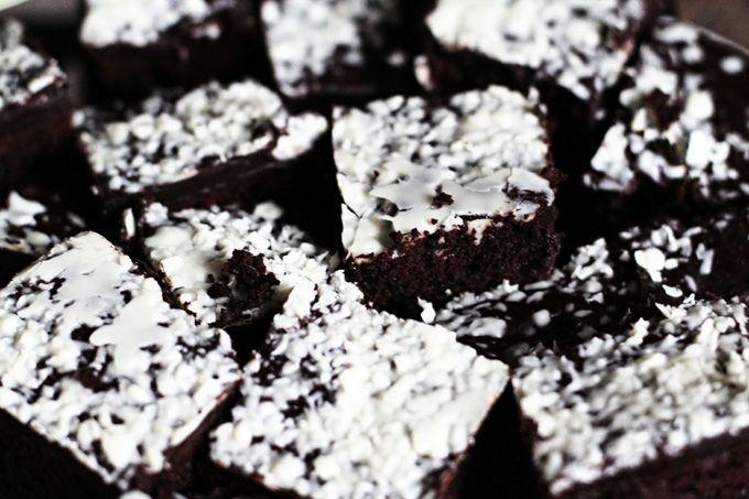Schon einmal die volle Ladung Schokolade genossen? Ich habe die Death by Choclate Brownies selbst probiert und kann euch dieses Rezept nur ans Herz legen.