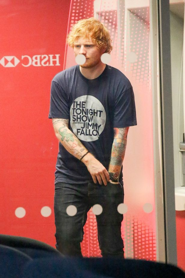 PAY-Ed-Sheeran-and-his-new-girlfriend-Cherry-Seaborn-seen-going-for-cash-at-a-local-HSBC-ATM-and-liquor-store-in-New.jpg (615×923)