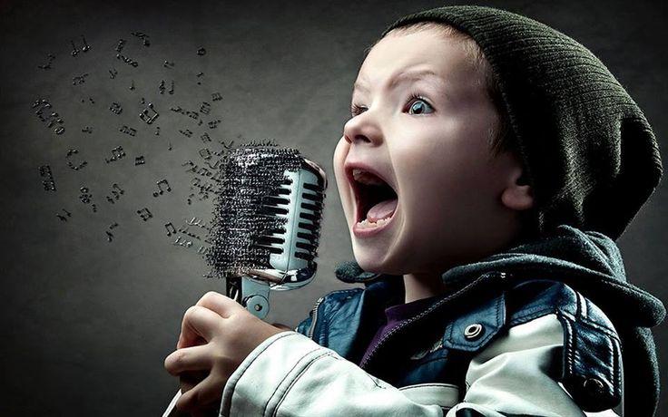 Mat 21:16 - E disseram-lhe: Ouves o que estes dizem? E Jesus lhes disse: Sim; nunca lestes: Pela boca dos meninos e das criancinhas de peito tiraste o perfeito louvor?