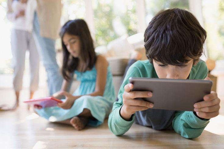 Las empresas tecnológicas como Facebook y Google están luchando por comprender el hecho de que los niños se han unido a un sitio web creado originalmente para adultos y lo utilizan como adultos: apreciar y comentar, compartir, hacer clic en recomendaciones personalizadas y visualización de ...