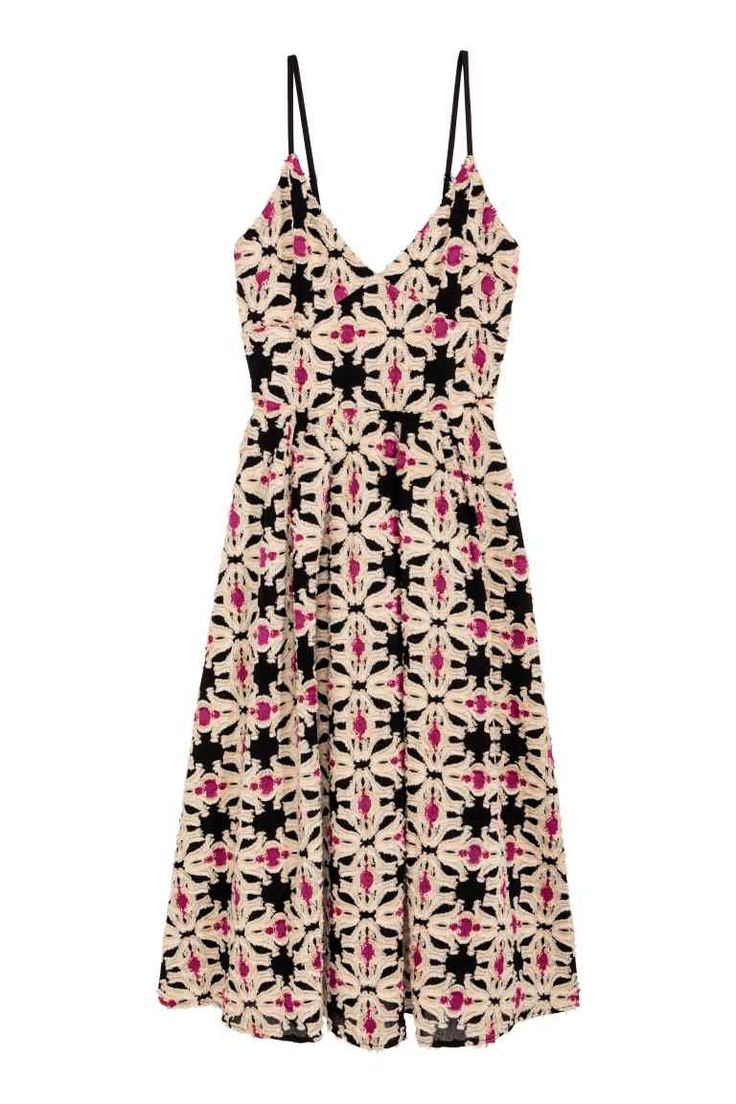 Jacquard-weave dress: V-neck dress in a textured jacquard weave with a heavy drape. The dress has narrow adjustable shoulder straps, a concealed zip at the back, a seam at the waist and flared skirt with box pleats front and back. Jersey lining.