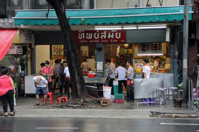 """Pad Thai Thip Samai or Pad Thai Pratu Pi (ผัดไทยทิพย์สมัย (ผัดไทยประตูผี)), which translates to """"Ghost Gate Pad Thai,"""" as it's more commonly known, is one of the most famous Pad Thai restaurants in Bangkok."""