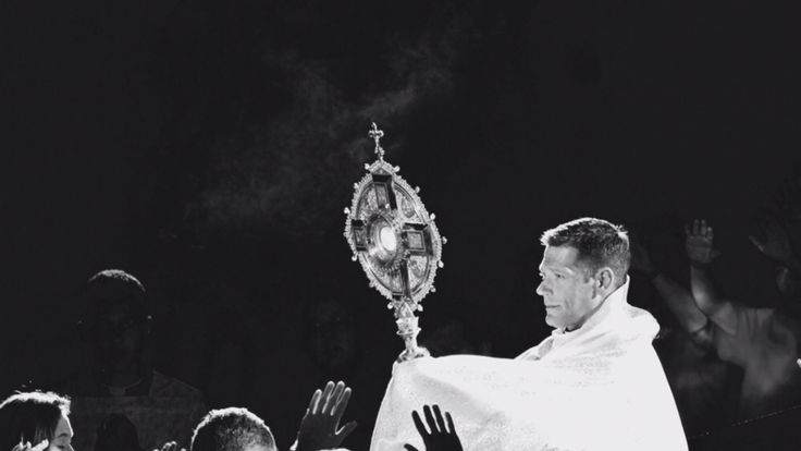 Fr. Mike Schmitz processing with the Eucharist in Adoration for thousands of teens, Saturday night at a Steubenville Conference. #LifeGoals