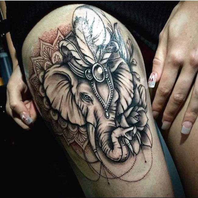 Tatouage femme Éléphant Noir et gris sur Cuisse