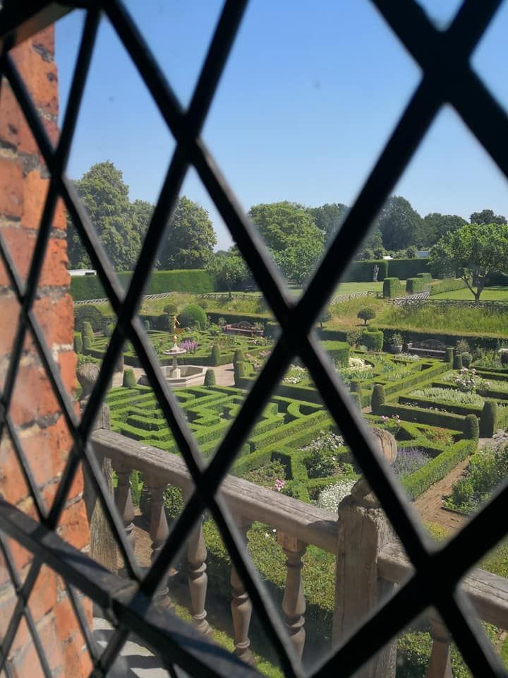 The Old Palace Of Hatfield The Cradle Of The Elizabethan Age The Tudor Travel Guide In 2020 Hatfield House The Tudor Hatfield