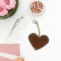 DIY: Coser un llavero corazón de cuero