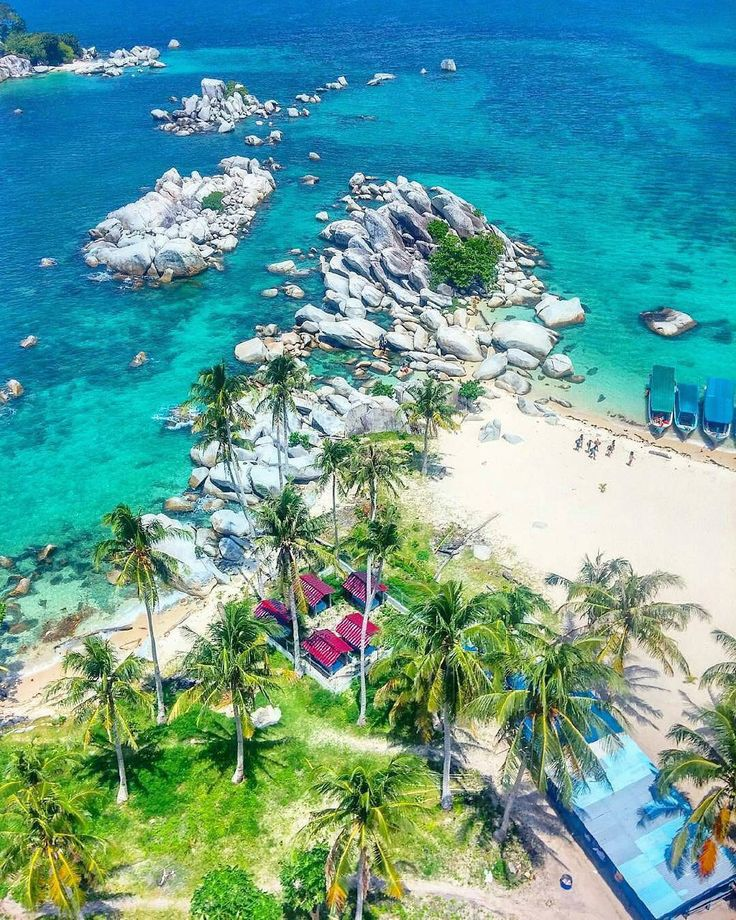 Lengkuas Island, The Incredible Island in Belitung, Indonesia   Photo by: #beautifulbelitung