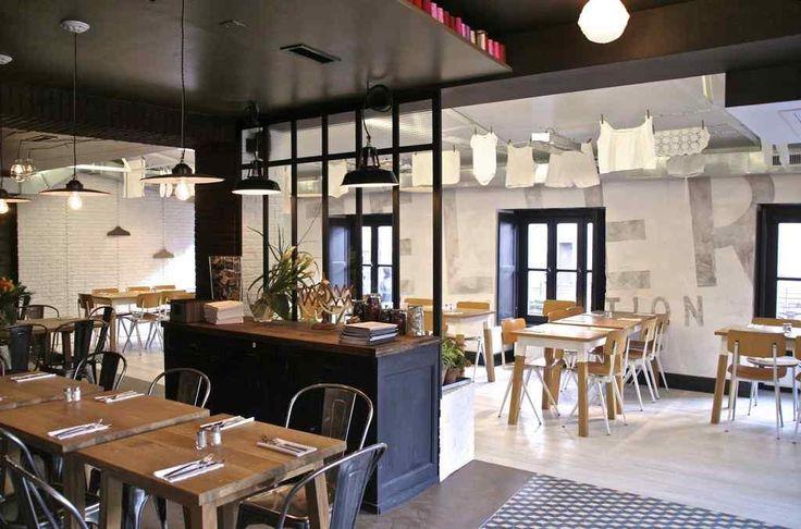La corde à linge,  Burgers, salades et pâtes dans une salle au design moderne avec linge étendu au plafond, ou en terrasse.  2 Place Benjamin Zix