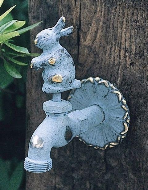 To stand faucet faucet / faucet pillar mounted animal faucet (bronze) rabbit garden faucet water around Fawcett 6,930 yen...wonder how much that is --from Japan