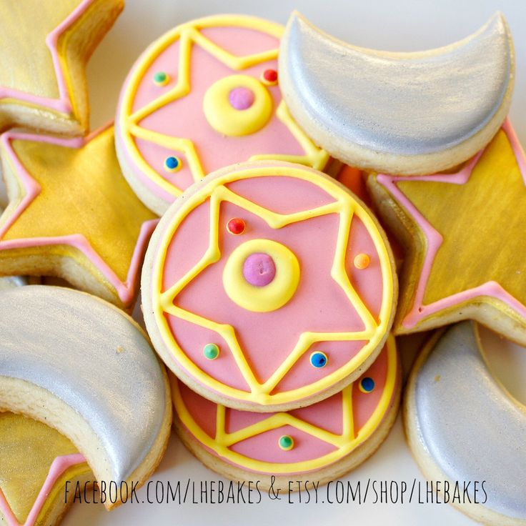 Small Sailor Moon Brooch Sugar Cookies Set with Stars and Moons - 1 Dozen by LHEBakes on Etsy https://www.etsy.com/listing/280068240/small-sailor-moon-brooch-sugar-cookies