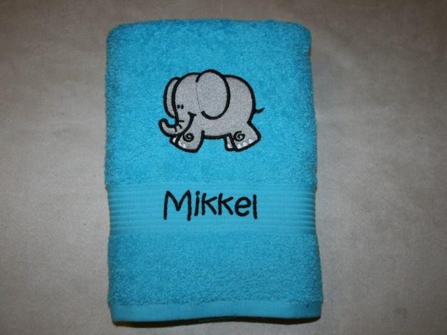 Håndklæde med broderet navn