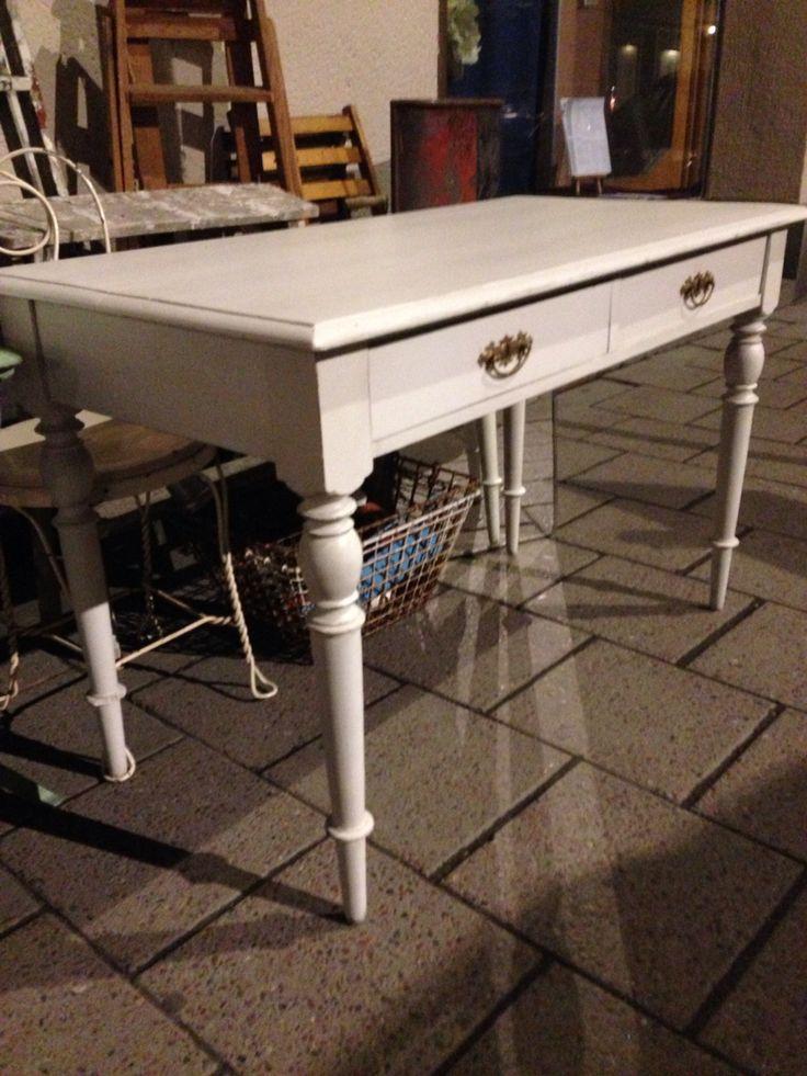 Skrivbord/bord/stolar/bruksföremål