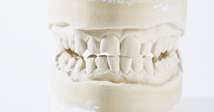 Efeitos da altitude sobre os dentes. Os ouvidos e os seios da face não são as únicas áreas do corpo afetadas pelas diferenças de altitude. Subidas e descidas podem levar a dores de dente intensas, como muitos pilotos podem confirmar. Assim como em mergulhadores, quando alterações rápidas de pressão ocorrem, acumulando ar na circulação, bolhas de ar podem se formar nos dentes, ...