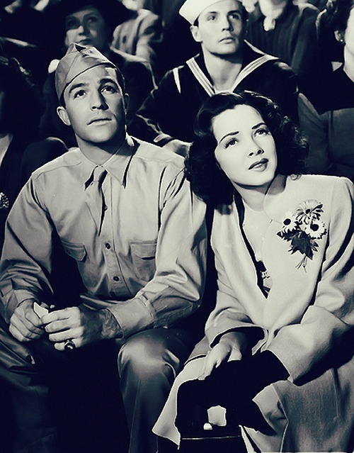 Gene & Kathryn Grayson    (Thousands cheer - 1943)