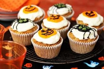 Halloween carrot muffins A perfect treat for the 31st (or any time of the year!) - your kids will love icing these tasty muffins with spooky designs