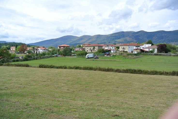 1985. Terreno llano de 6000 m2 , parte rústico y parte urbano.  Zona rural con preciosas vistas a los montes del Ordunte. Posibilidad de chalet llave en Mano. Consúltenos.