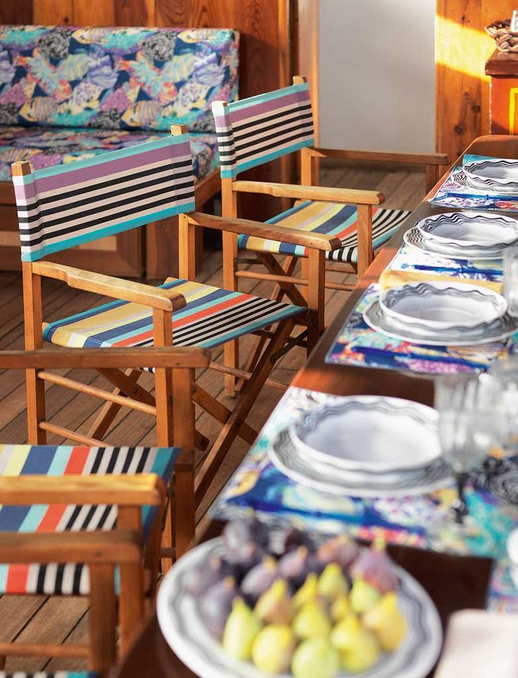 TROPICAL FISH OUTDOORREGISTA director chairs with stripes SUMATRA. Porcelain tableware BIANCONERO / Richard Ginori 1735.