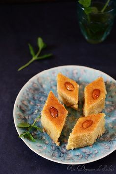 Namoura, gâteau de semoule et fleur d'oranger - Lebanese semolina cake ©Edda Onorato