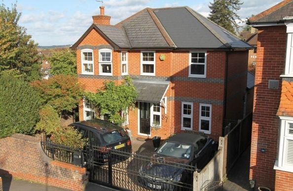 5 bedroom property for sale in Godalming Town Centre - £725,000